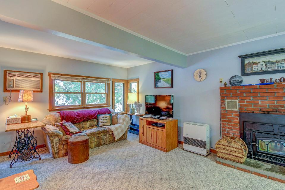 Cozy Cottage - South Hero Vacation Rental - Photo 7
