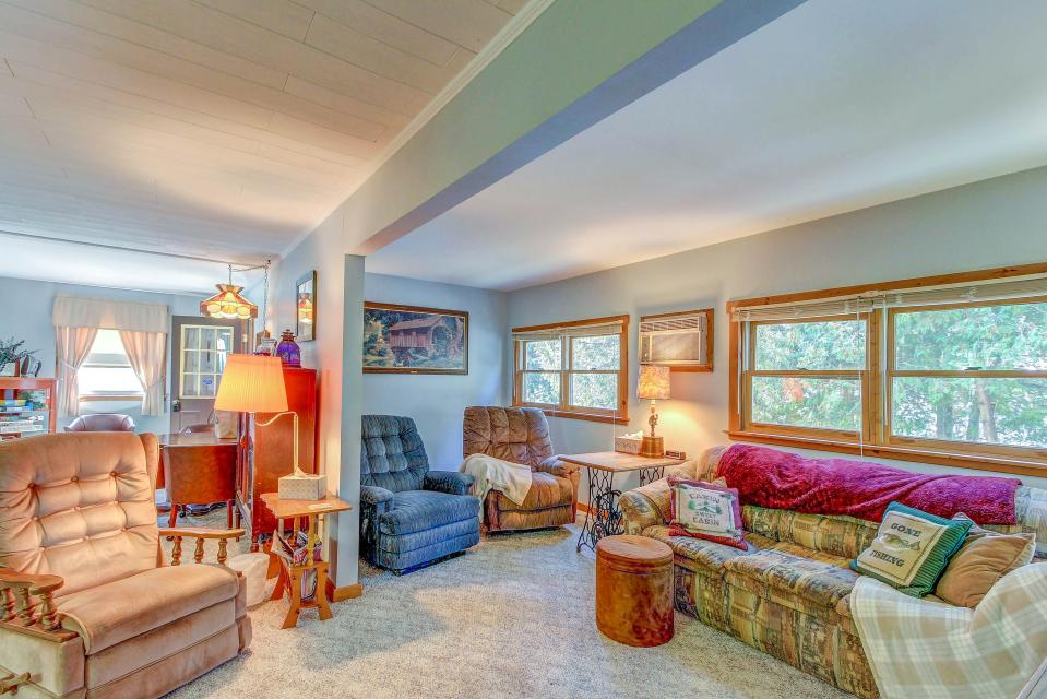 Cozy Cottage - South Hero Vacation Rental - Photo 8