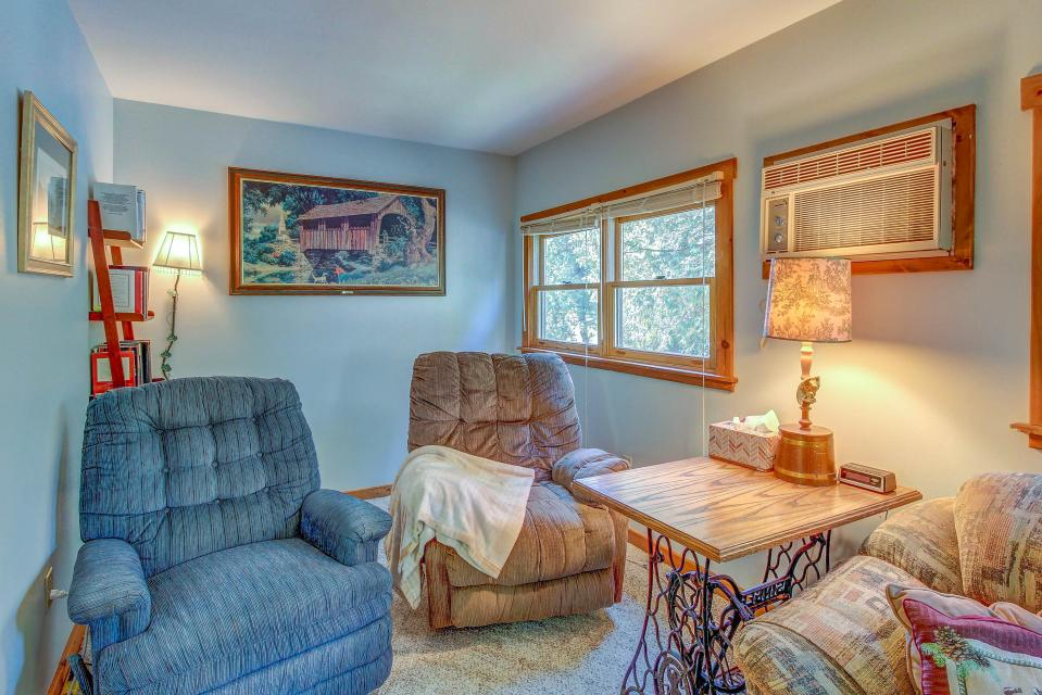 Cozy Cottage - South Hero Vacation Rental - Photo 10