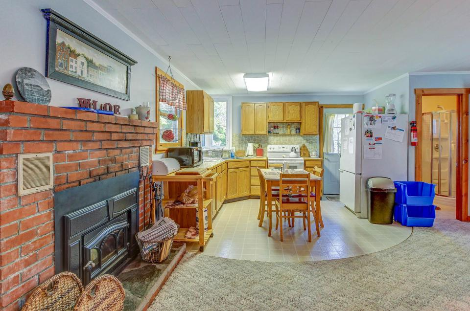Cozy Cottage - South Hero Vacation Rental - Photo 4