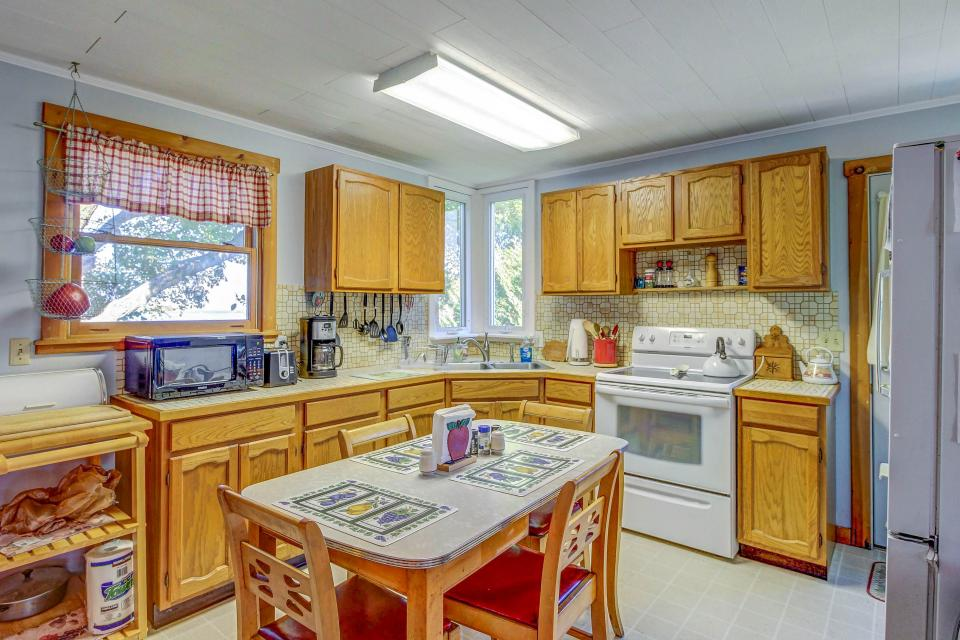 Cozy Cottage - South Hero Vacation Rental - Photo 14