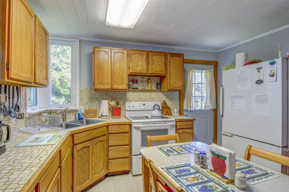 Cozy Cottage - South Hero Vacation Rental - Photo 15