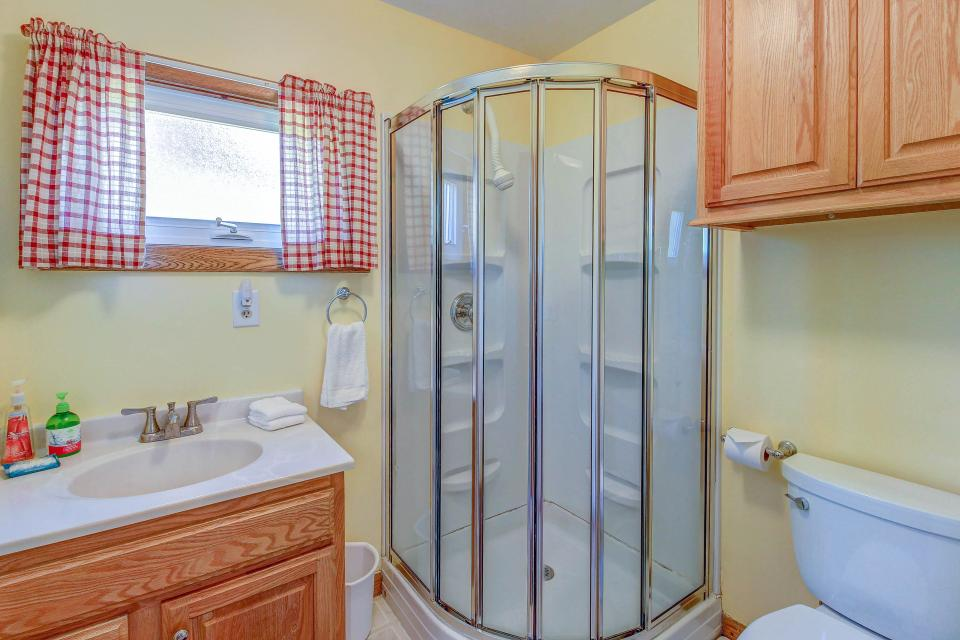 Cozy Cottage - South Hero Vacation Rental - Photo 18