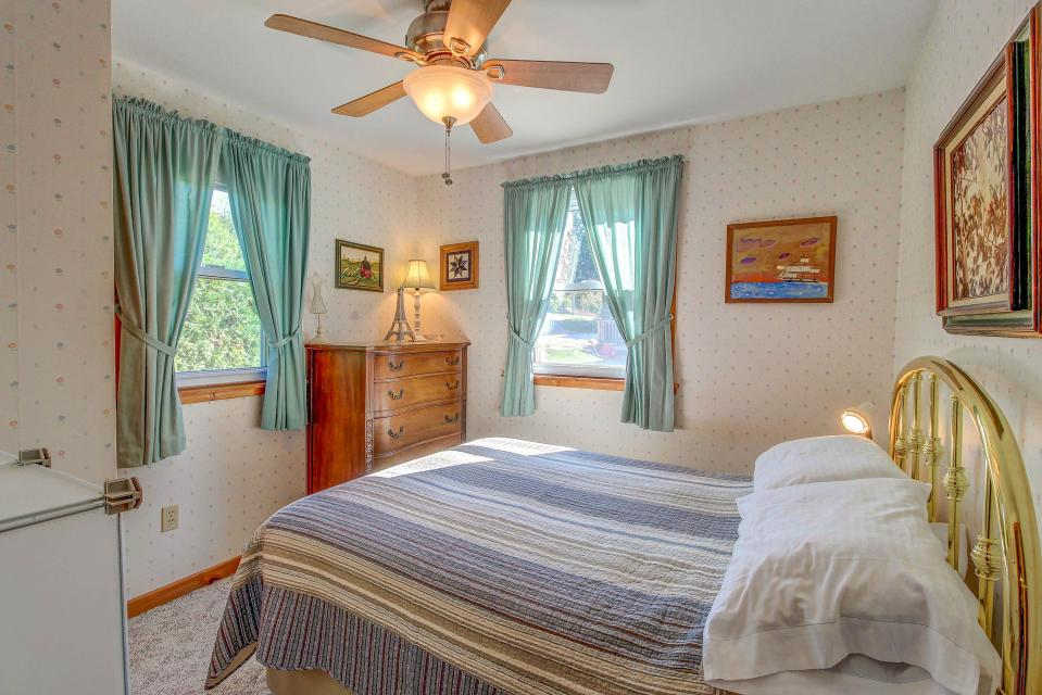 Cozy Cottage - South Hero Vacation Rental - Photo 16