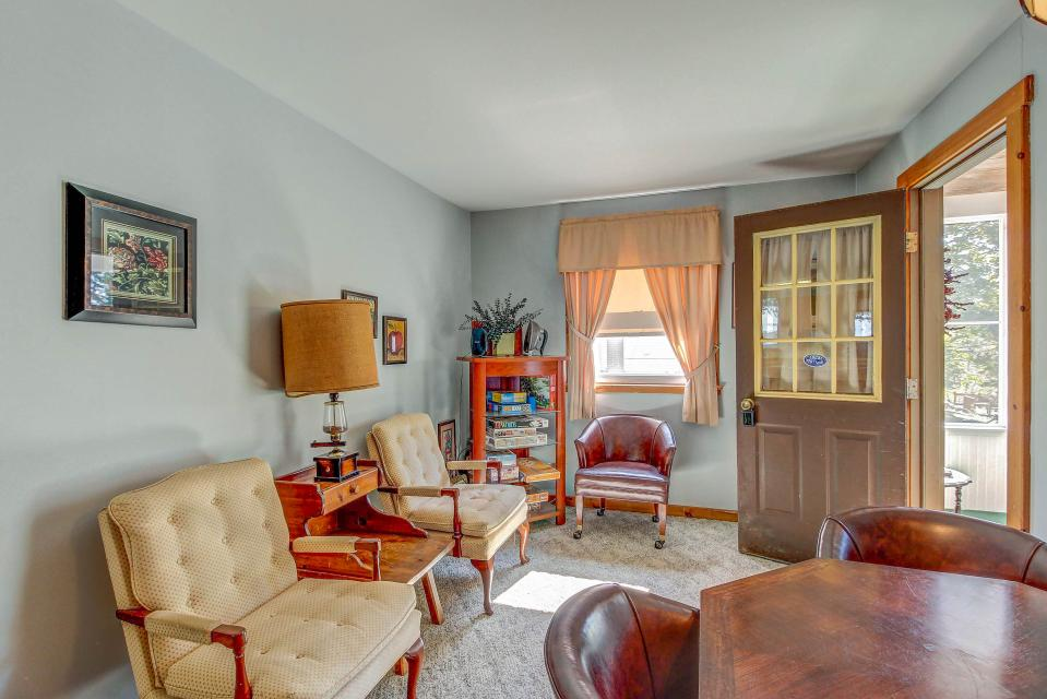 Cozy Cottage - South Hero Vacation Rental - Photo 3