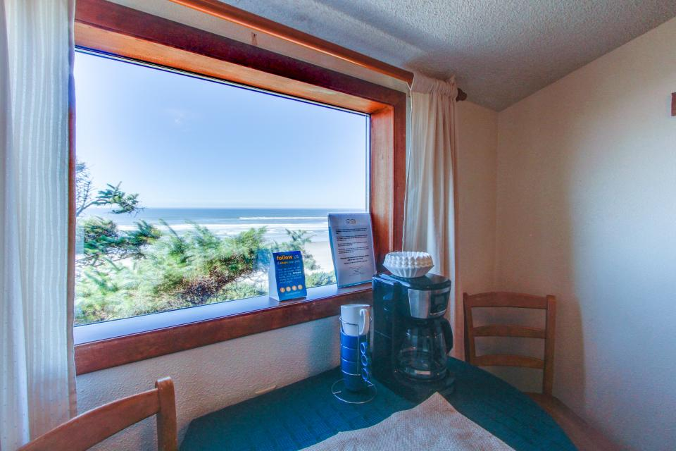 Cape Cod Cottages - Unit 6 - Waldport Vacation Rental