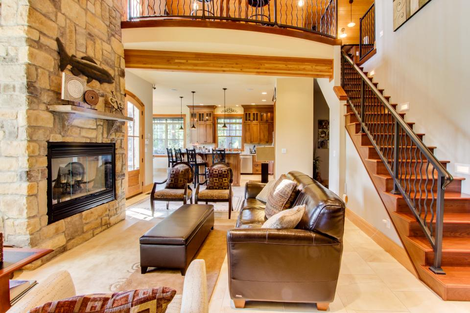 Blacks Arm Luxury Home with Boat House - Boat-Access Only - Lakeside Vacation Rental - Photo 7