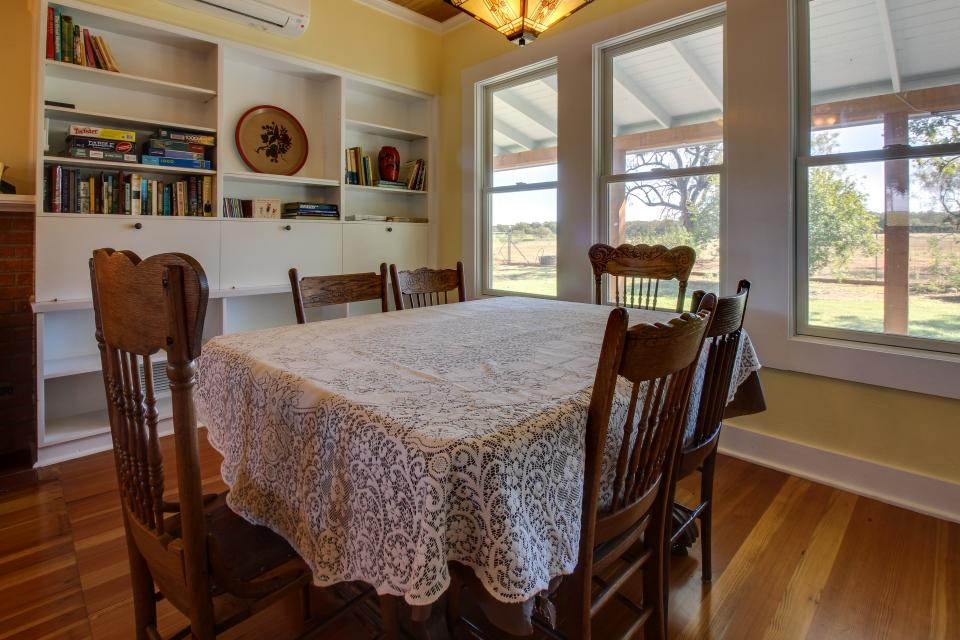 White Dairy Guesthouse - Fredericksburg Vacation Rental - Photo 14