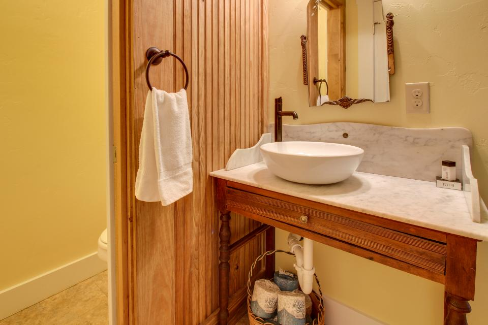 White Dairy Guesthouse - Fredericksburg Vacation Rental - Photo 4
