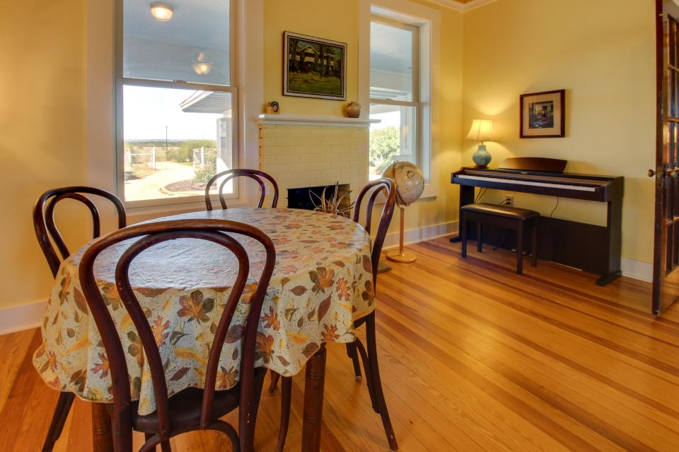 White Dairy Guesthouse - Fredericksburg Vacation Rental - Photo 5