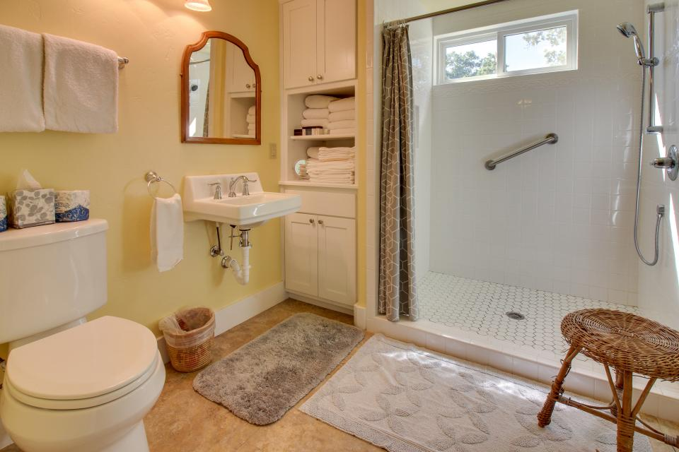 White Dairy Guesthouse - Fredericksburg Vacation Rental - Photo 12