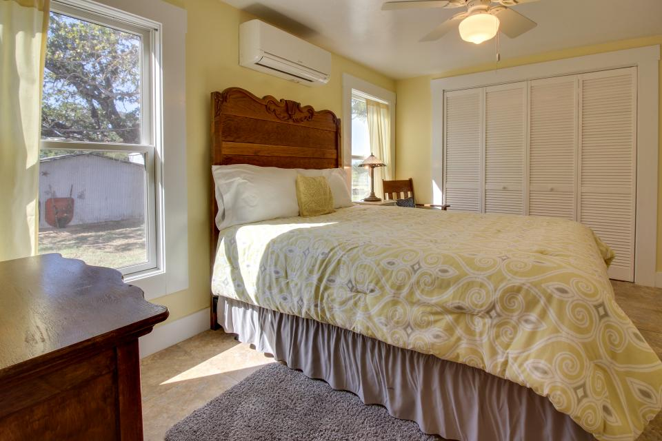 White Dairy Guesthouse - Fredericksburg Vacation Rental - Photo 10