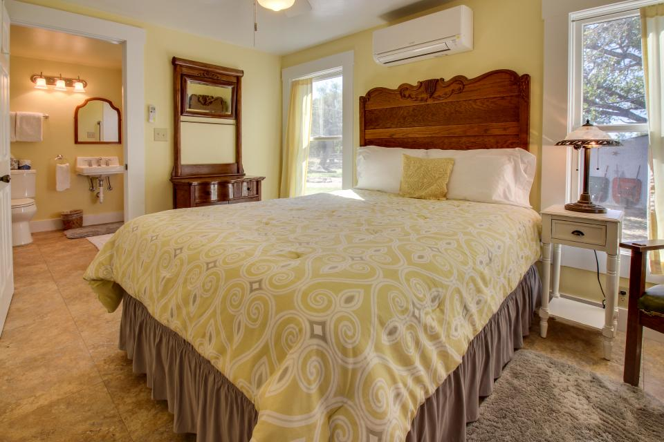 White Dairy Guesthouse - Fredericksburg Vacation Rental - Photo 11
