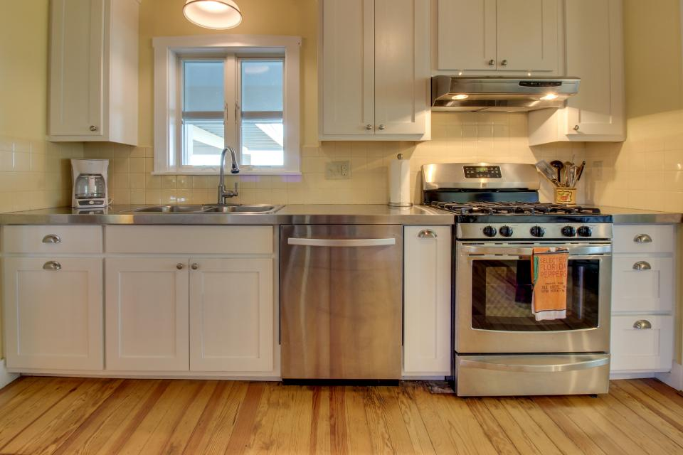 White Dairy Guesthouse - Fredericksburg Vacation Rental - Photo 7