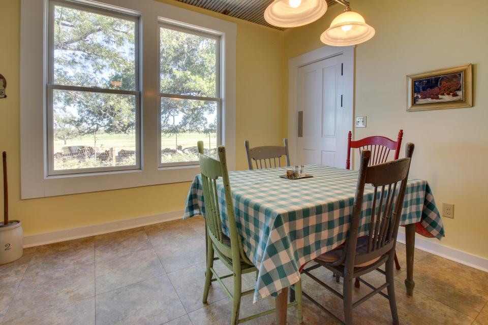 White Dairy Guesthouse - Fredericksburg Vacation Rental - Photo 8