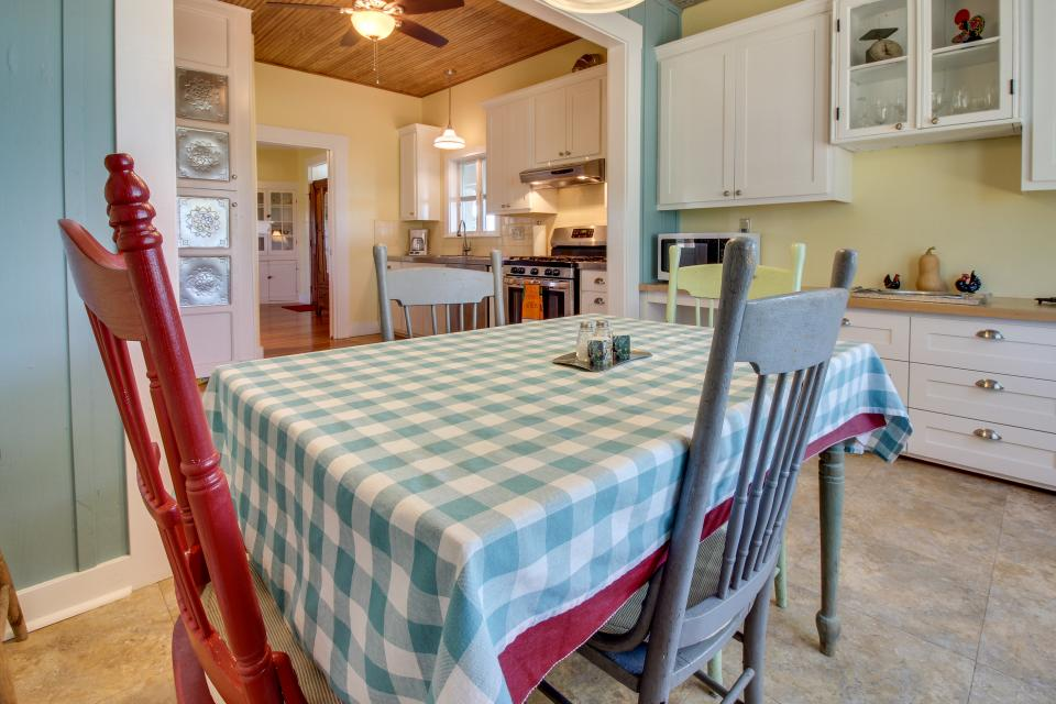 White Dairy Guesthouse - Fredericksburg Vacation Rental - Photo 9