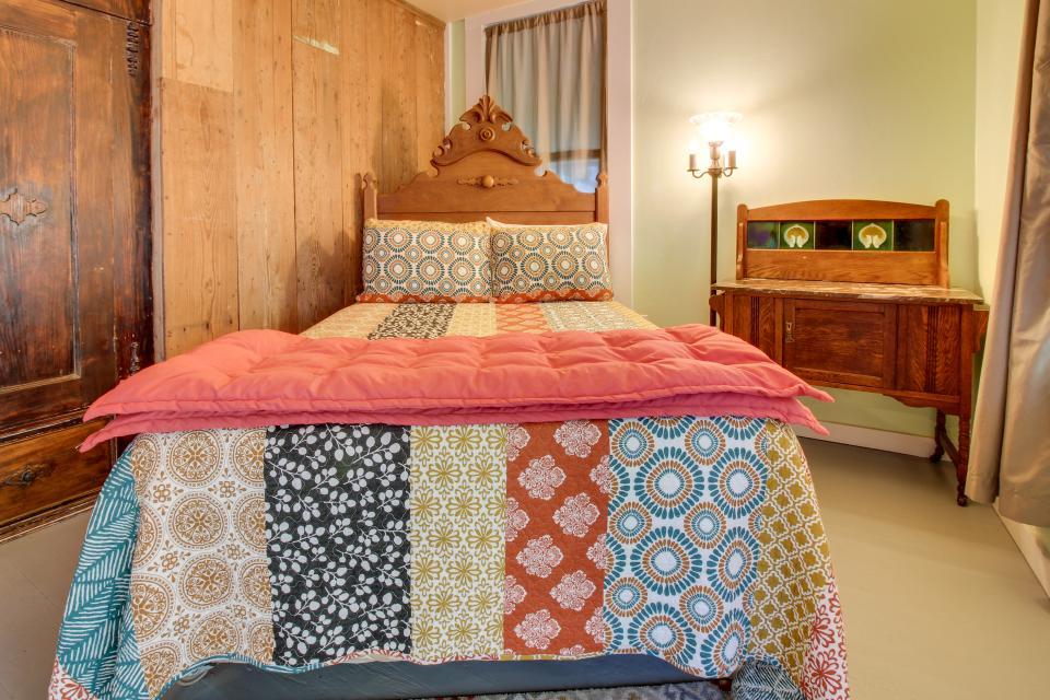 White Dairy Guesthouse - Fredericksburg Vacation Rental - Photo 15