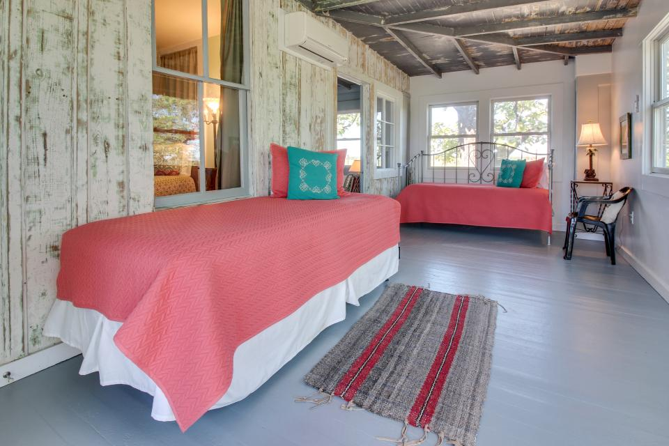 White Dairy Guesthouse - Fredericksburg Vacation Rental - Photo 17