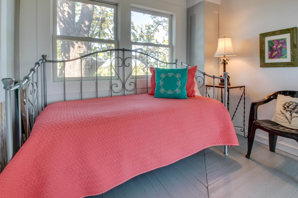 White Dairy Guesthouse - Fredericksburg Vacation Rental - Photo 18