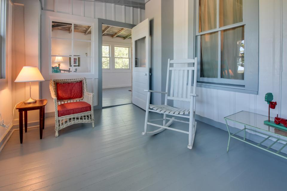 White Dairy Guesthouse - Fredericksburg Vacation Rental - Photo 19