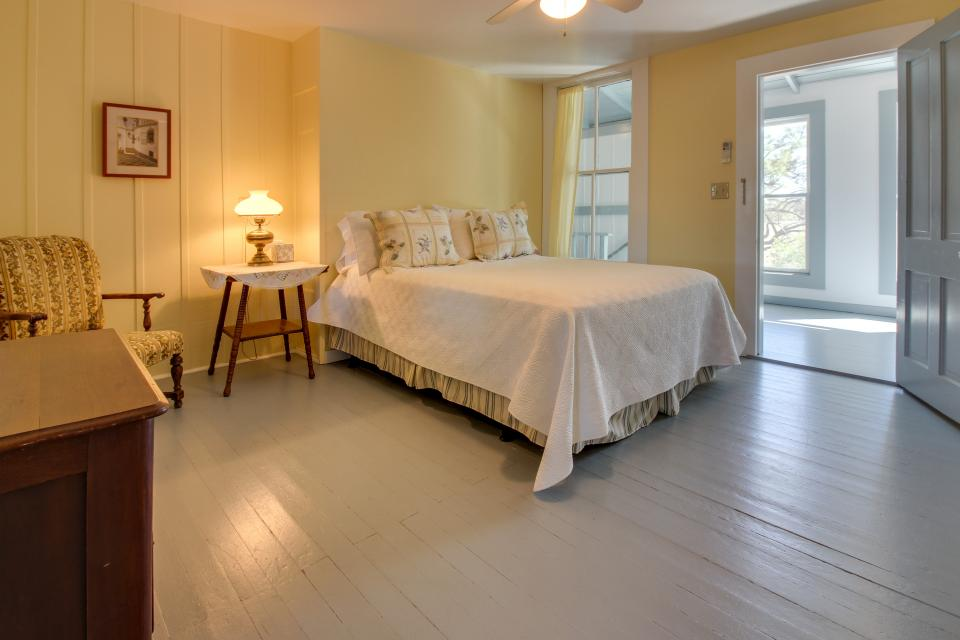 White Dairy Guesthouse - Fredericksburg Vacation Rental - Photo 20
