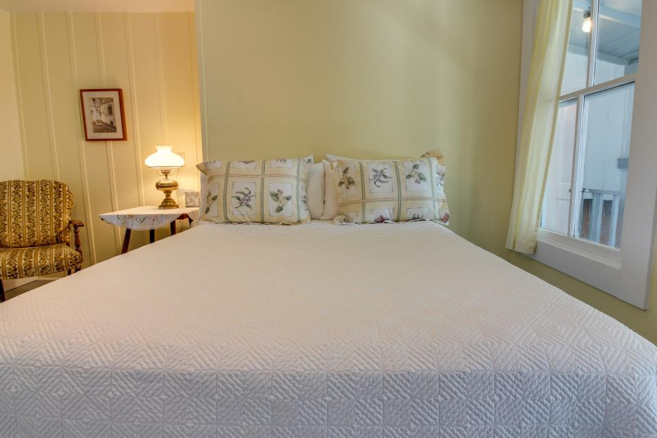White Dairy Guesthouse - Fredericksburg Vacation Rental - Photo 21