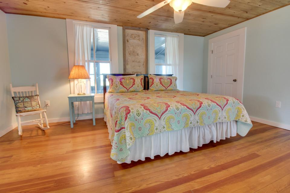 White Dairy Guesthouse - Fredericksburg Vacation Rental - Photo 22