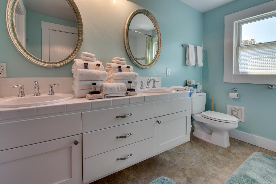 White Dairy Guesthouse - Fredericksburg Vacation Rental - Photo 24
