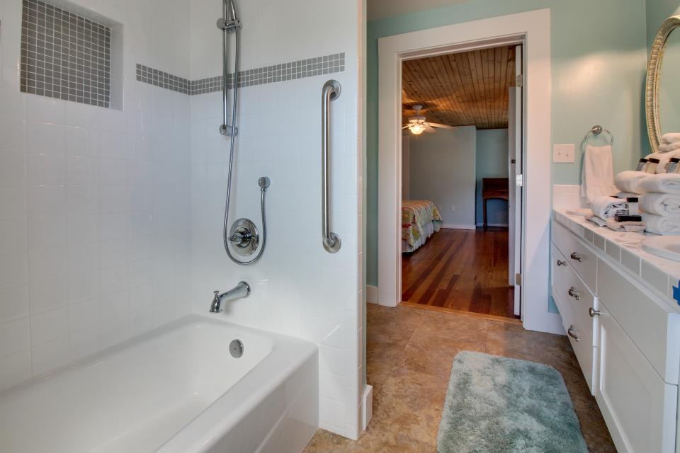 White Dairy Guesthouse - Fredericksburg Vacation Rental - Photo 25
