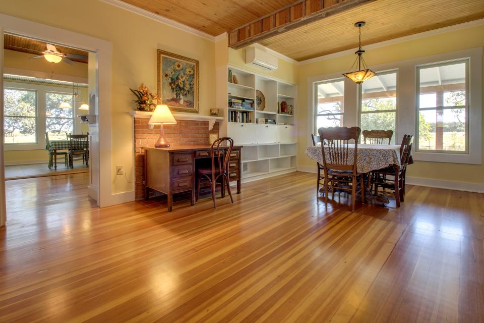 White Dairy Guesthouse - Fredericksburg Vacation Rental - Photo 13