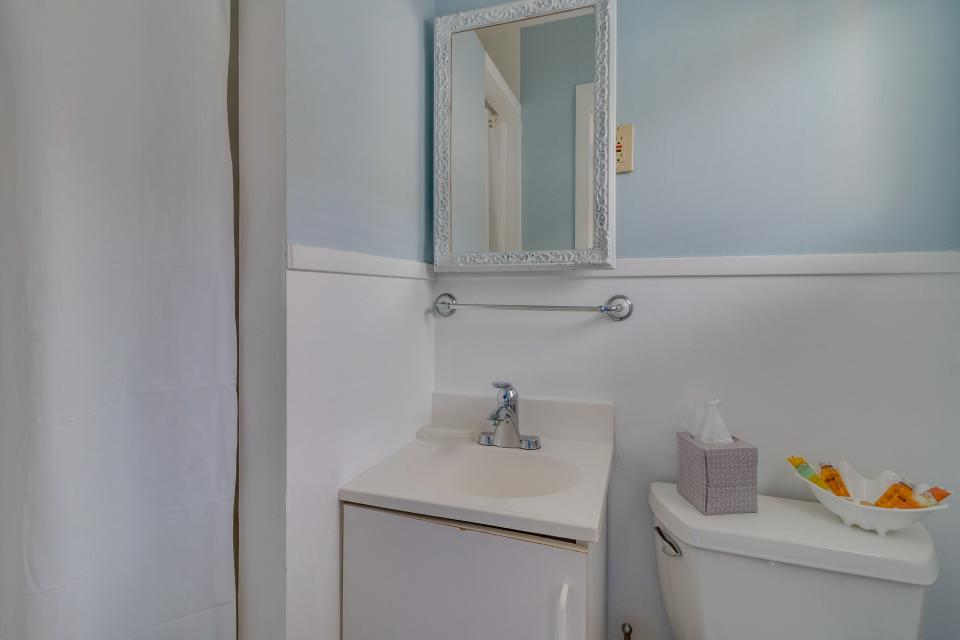 Ocean Rogue Inn Unit 5 - Rockaway Beach Vacation Rental - Photo 16