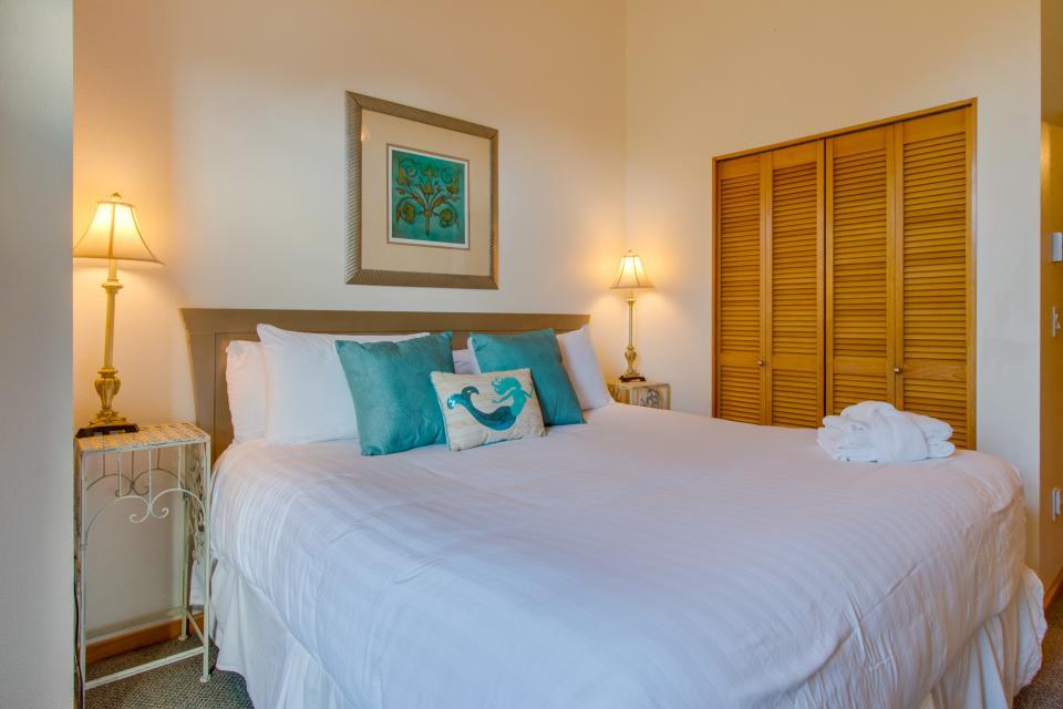Beaches Inn | Sand Dune Townhouse - Cannon Beach Vacation Rental - Photo 11