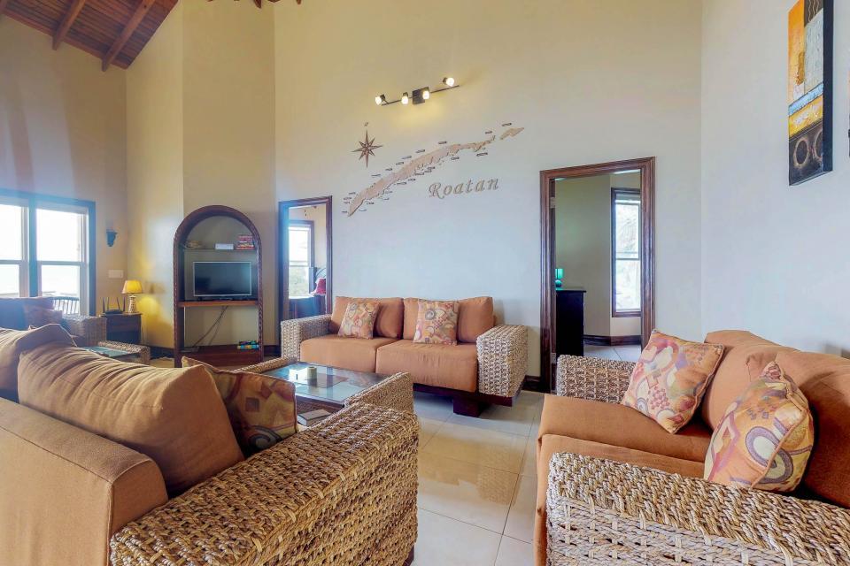 Villa Hermosa Vista - West Bay Vacation Rental - Photo 2