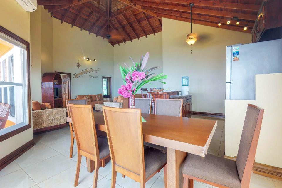 Villa Hermosa Vista - West Bay Vacation Rental - Photo 10