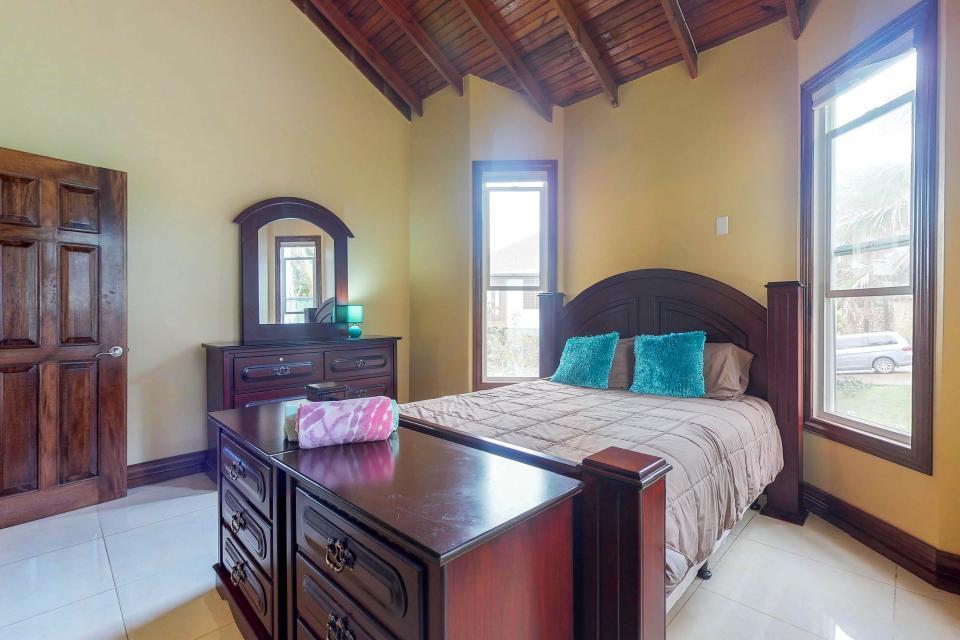 Villa Hermosa Vista - West Bay Vacation Rental - Photo 18