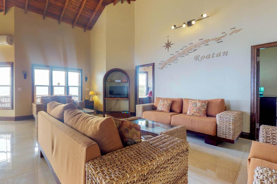 Villa Hermosa Vista - West Bay Vacation Rental - Photo 9