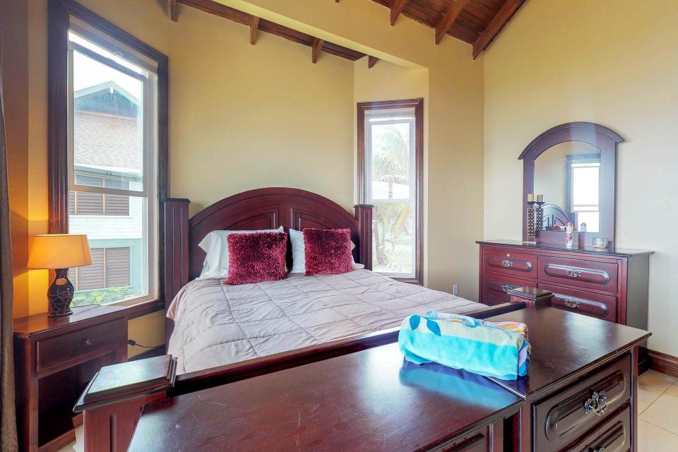 Villa Hermosa Vista - West Bay Vacation Rental - Photo 16