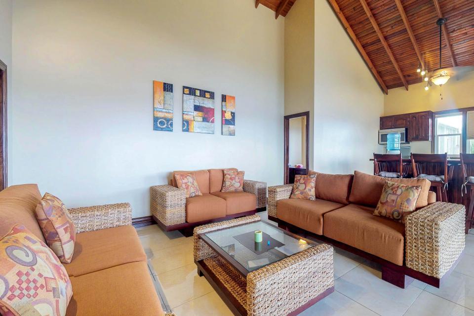 Villa Hermosa Vista - West Bay Vacation Rental - Photo 5