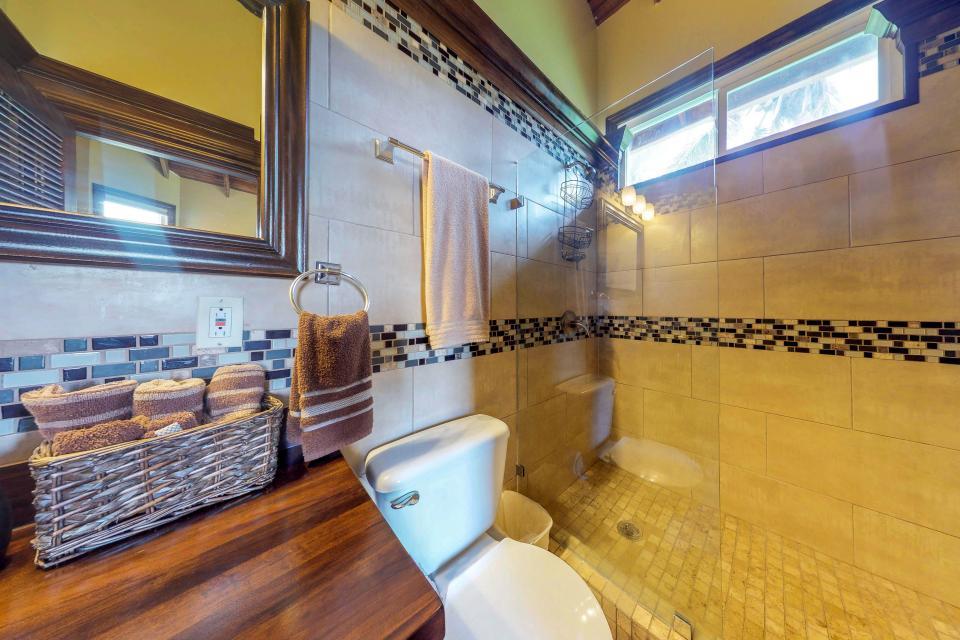 Villa Hermosa Vista - West Bay Vacation Rental - Photo 17