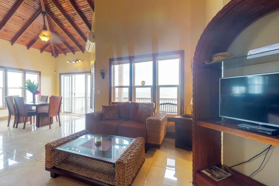 Villa Hermosa Vista - West Bay Vacation Rental - Photo 6