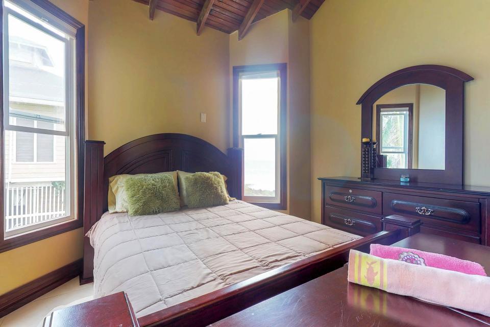 Villa Hermosa Vista - West Bay Vacation Rental - Photo 21