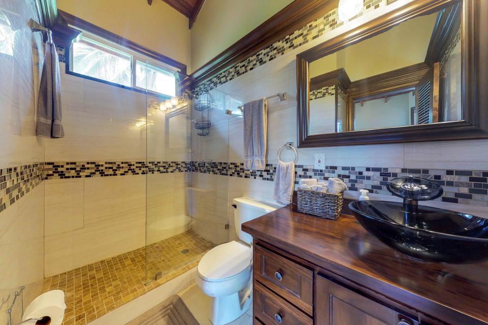 Villa Hermosa Vista - West Bay Vacation Rental - Photo 20