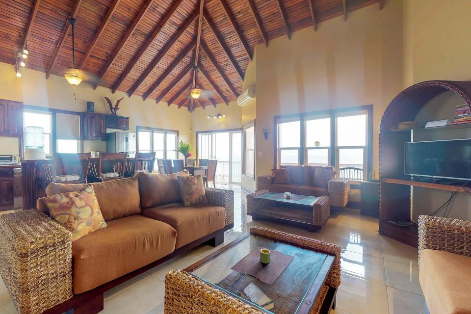 Villa Hermosa Vista - West Bay Vacation Rental - Photo 8