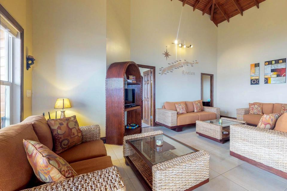 Villa Hermosa Vista - West Bay Vacation Rental - Photo 4