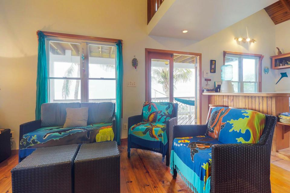 Luz Dulce Vacation House - West Bay Vacation Rental - Photo 4