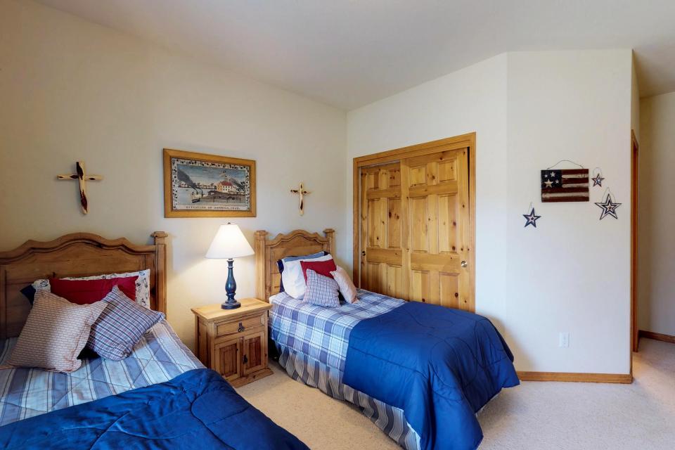 Elk Manor - Silverthorne Vacation Rental - Photo 25