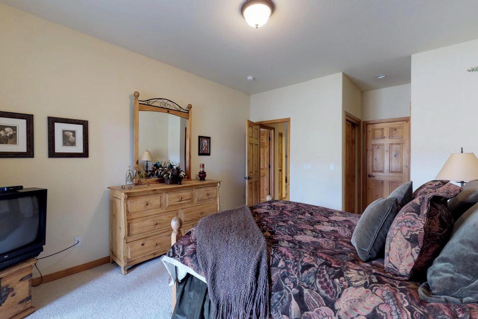 Elk Manor - Silverthorne Vacation Rental - Photo 23