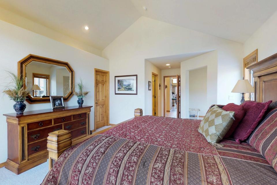Elk Manor - Silverthorne Vacation Rental - Photo 16