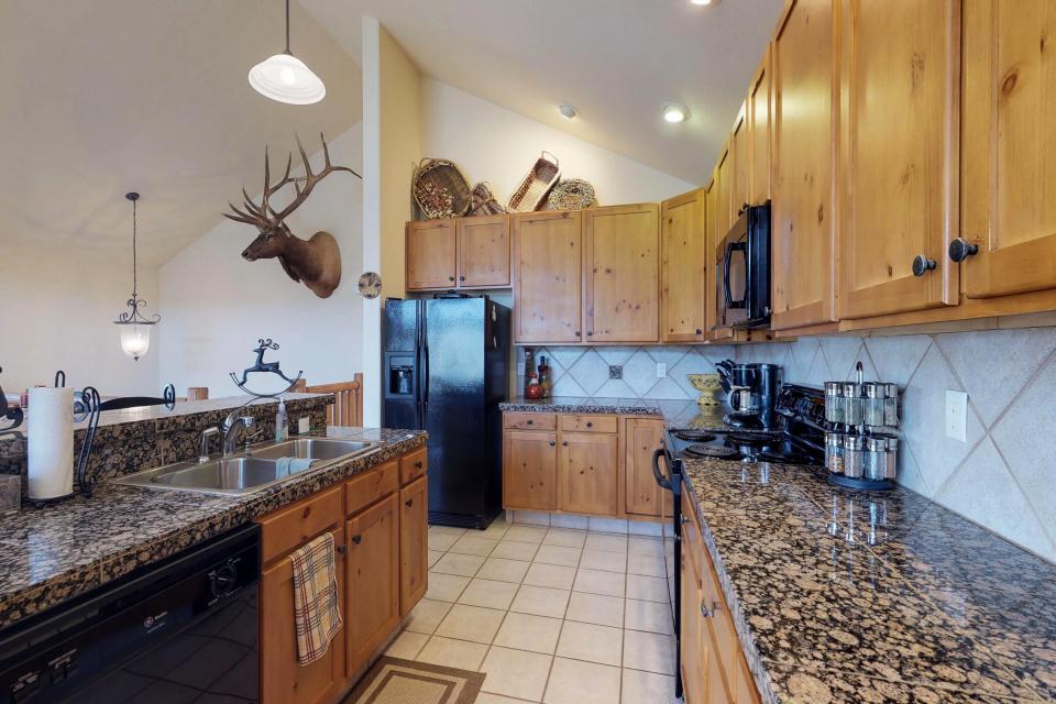 Elk Manor - Silverthorne Vacation Rental - Photo 4