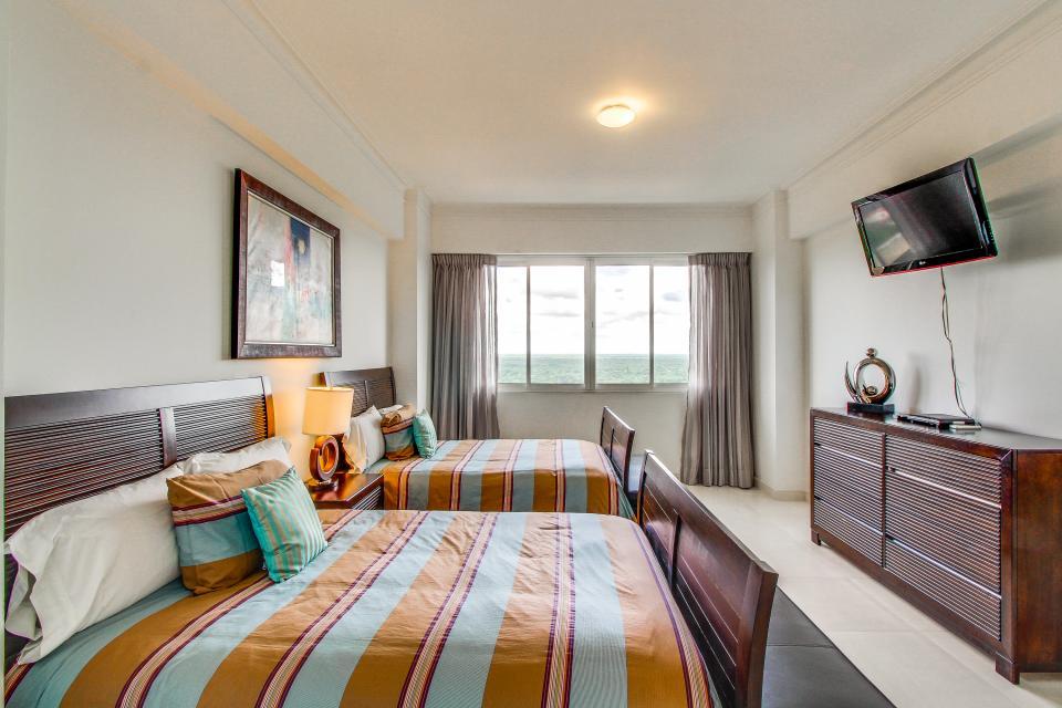 Torre Hemingway Piso 16 | 3 BD Vacation Rental in Juan Dolio, San ...